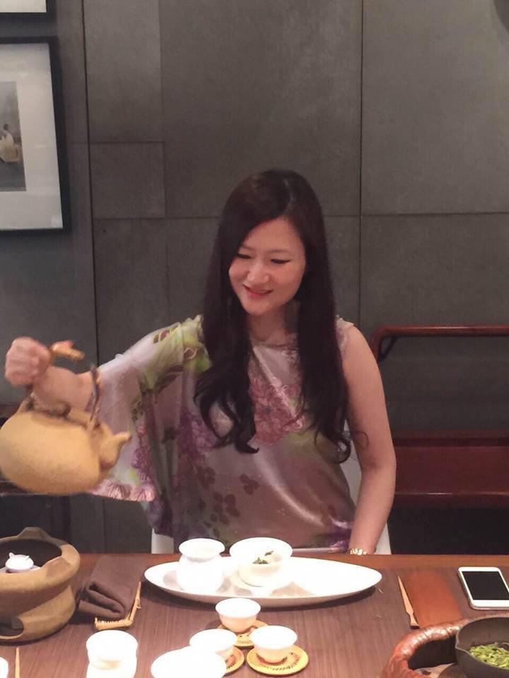 AIA YY 組的Maggie Cheng 率領組員 成立